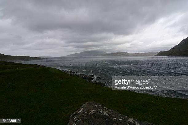 stormy winds in the fjord - países del golfo fotografías e imágenes de stock