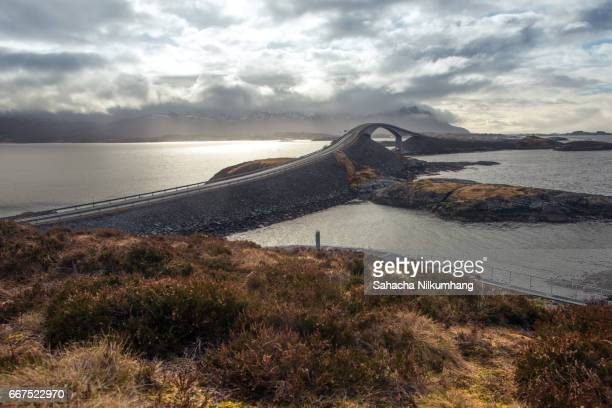 storseisundbrua bridge,the atlantic ocean road, norway - atlantik stock-fotos und bilder