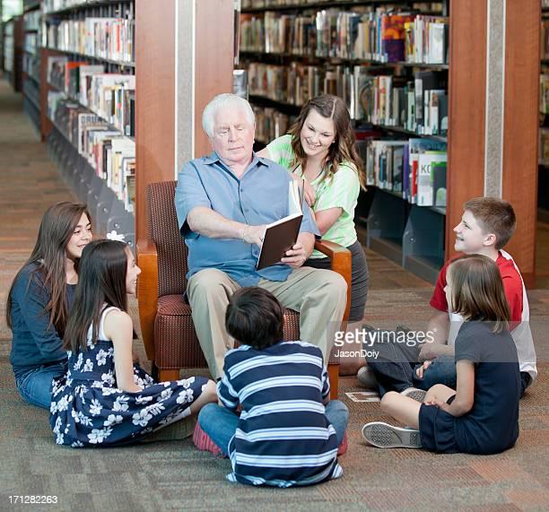 Geschichtenerzählen in der Bibliothek
