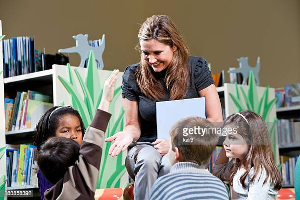 storytime in the library - five people stock pictures, royalty-free photos & images
