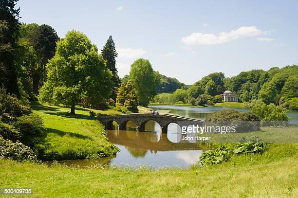 stourhead gardens, wiltshire - ウィルトシャー州 ストックフォトと画像