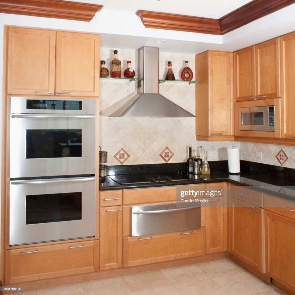 Stove, oven and cabinets in kitchen : Foto stock