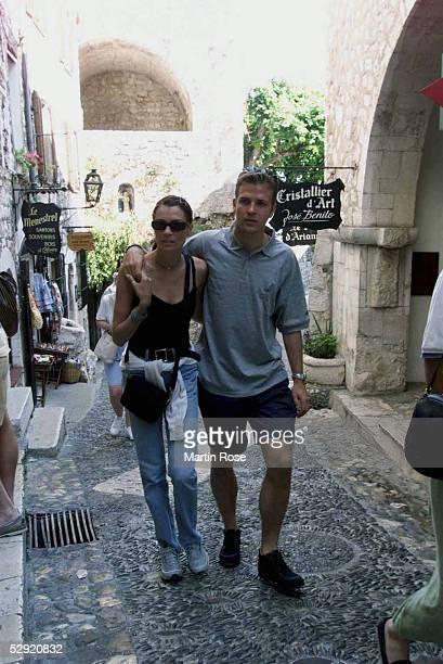 GER StPaul Oliver BIERHOFF beim Shopping mit Freundin Klara SZALANTZY