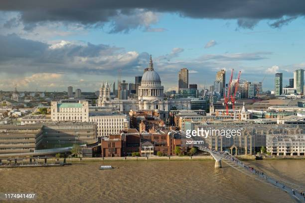 st.paul's cathedral in london cityscape - capital cities stock pictures, royalty-free photos & images