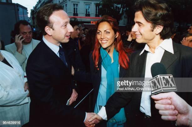 Stéphane Bern Hermine de Clermont Tonnerre et le coiffeur Alexandre Zouari le 6 juin 2000 à Paris France