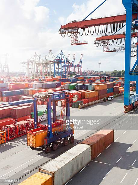 Straddle carrier in container terminal