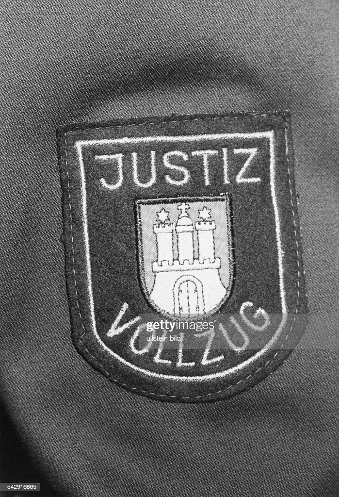 Der Stadt Hamburg justizbeamter abzeichen eines justizbeamten pictures getty images