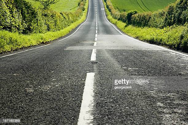 straight downhill - dividing line road marking stock pictures, royalty-free photos & images