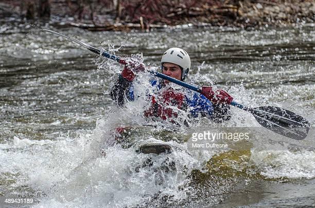 derecho a la ola - río swift fotografías e imágenes de stock