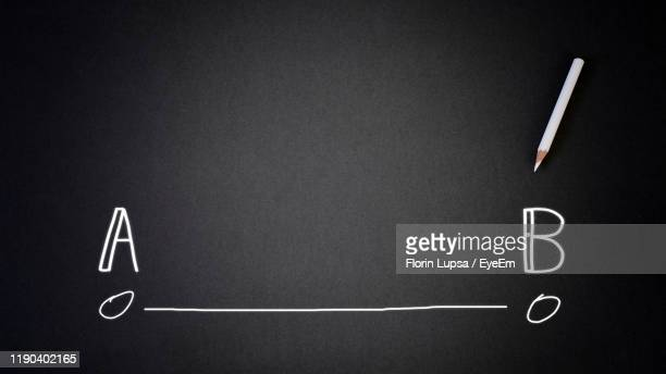 straight line from a to b on blackboard - letra b imagens e fotografias de stock