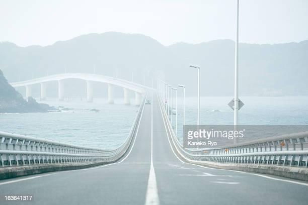 straight road. - 境界線 ストックフォトと画像