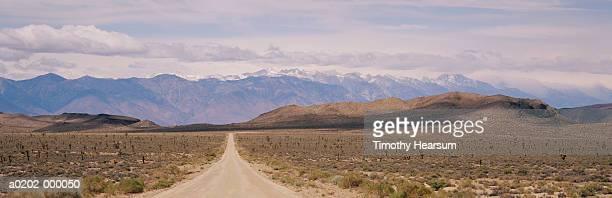 straight road - timothy hearsum ストックフォトと画像