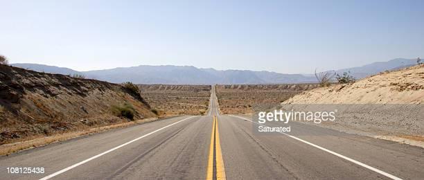 Carretera recta hasta Valley