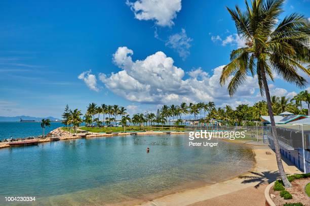 strand rockpool, public seawater swimming pool,townsville,queensland,australia - クイーンズランド州タウンズビル ストックフォトと画像