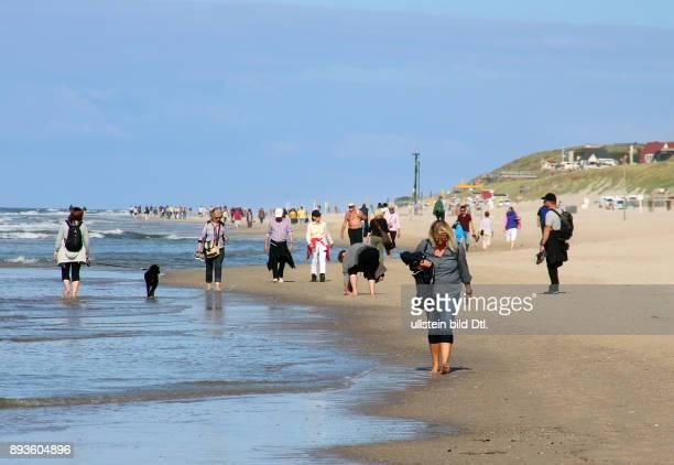 Strand vor Westerland Strandwanderung Urlaub auf der Nordsee Insel Insel Sylt im Herbst
