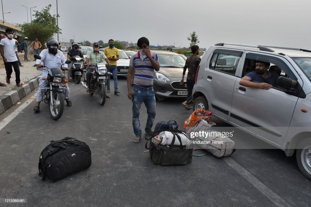 Migrant Workers Returning Home Amid Nationwide Lockdown To Curb Covid 19 Pandemic : News Photo