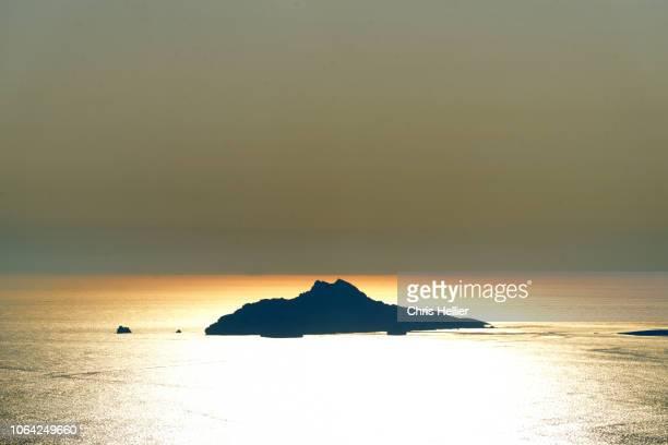 strange lighting effect on île verte off la ciotat provence - ラシオタ ストックフォトと画像