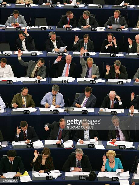 Euro deputies vote during a plenary session of the European Parliament, in Strasbourg, eastern France, 24 April 2007. AFP PHOTO GERARD CERLES