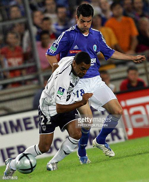 Strasbourg's Pascal Johansen vies with Bordeaux's Denilson De Oliveira during their French L1 football match 27 August 2005 at the Meinau stadium in...