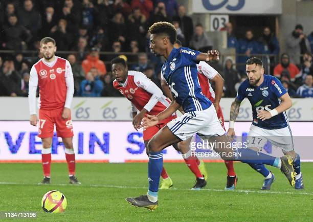 Strasbourg's Cape Verdean forward Joia Nuno Da Costa shoots and scores a penalty kick during the French L1 football match between Strasbourg and...