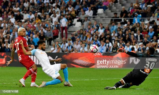 Strasbourg's French defender Kenny Lala shoots and score a goal past Marseille's French defender Jordan Amavi and Marseille's French goalkeeper Steve...