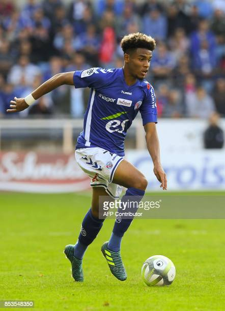 Strasbourg's French forwardd Ihsan Sacko controls the ball during the French L1 football match between Strasbourg and Nantes on September 24 2017 at...