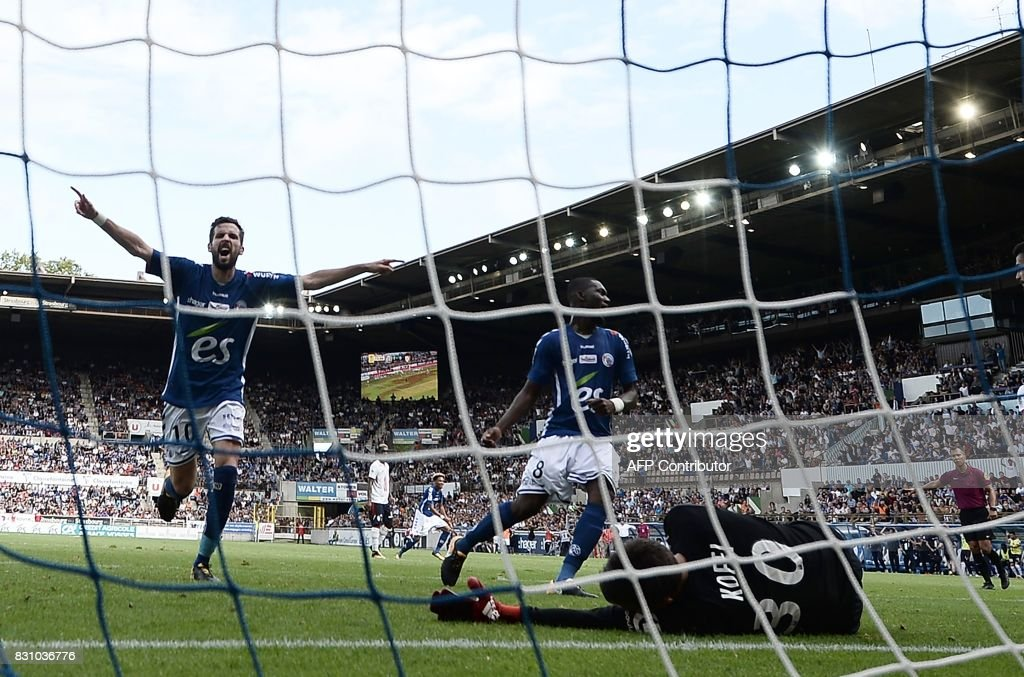 Strasbourg's French midfielder Benjamin Corgnet (L) celebrates after a teammate scored during the French Ligue 1 football match between Strasbourg (RCSA) and Lille (LOSC) at The Meinau Stadium in Strasbourg, eastern France on August 13, 2017. /
