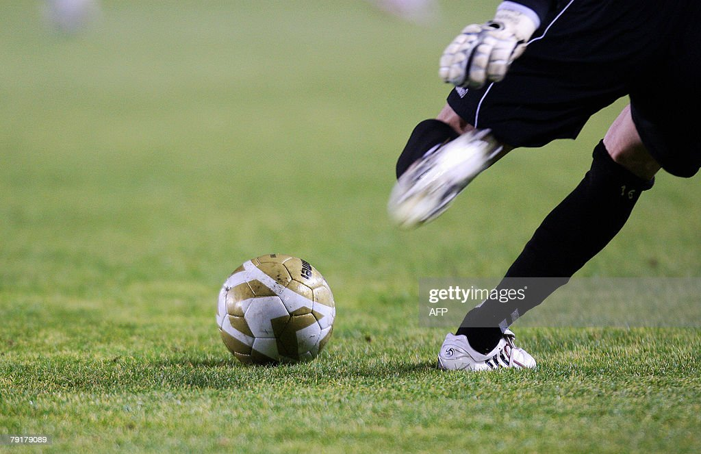 Strasbourg's goalkeeper Stephane Cassard kicks the ball during the French L1 football match against Toulouse, 23 January 2008 at the Meinau stadium in Strasbourg.