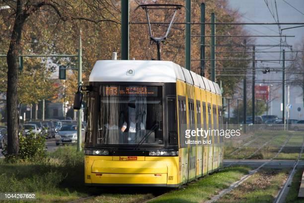 Strassenbahn auf der Wisbyer Strasse in Berlin