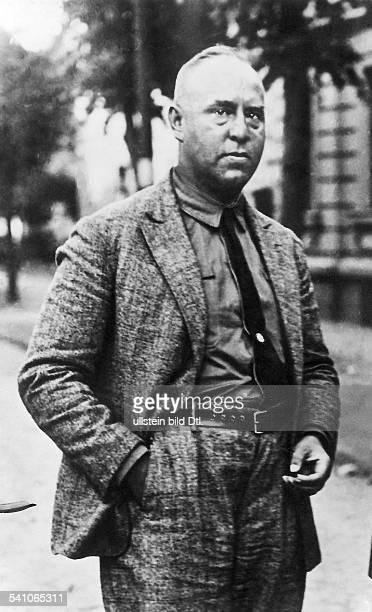 Strasser Gregor *31051892Politiker DMitglied der NSDAP Halbportrait 1930