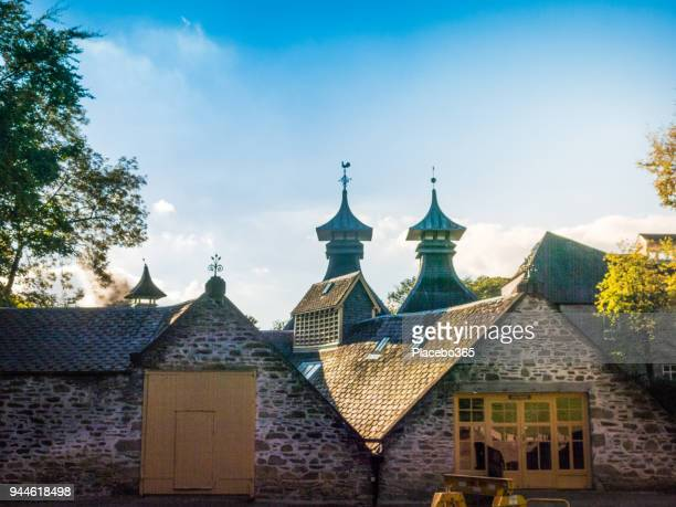 strathisla whiskey distillery, keith, scotland, uk - aberdeenshire stock pictures, royalty-free photos & images