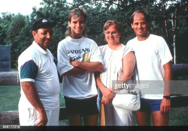 00/00/1986 Straton Mountain Vermont Andre Agassi brother Phil father Mike and Mother courtside