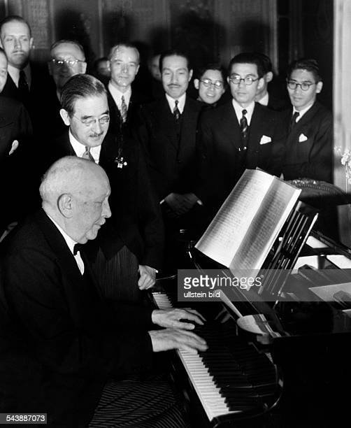 Strauss, Richard - Musician, Composer, Conductor, Germany*11.061864-+The composer hands over the score in celebration of the 2600 years of the...