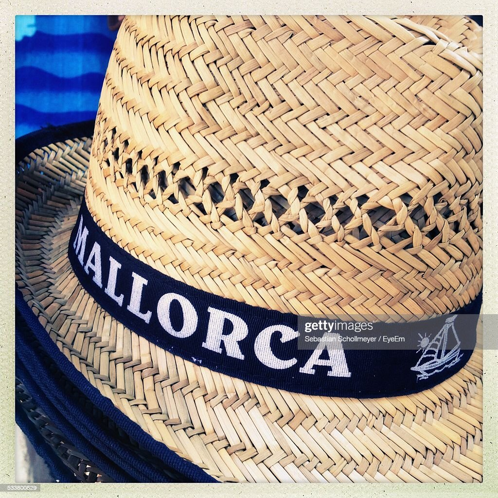Straw Hats For Sale At Market Stall : Foto stock