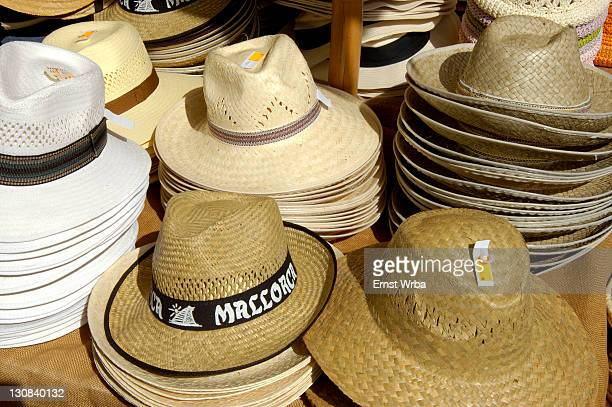 straw hats on market, spanien - spanien stock pictures, royalty-free photos & images