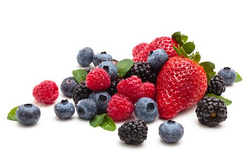 Strawberries, blackberries and blueberries 185255965