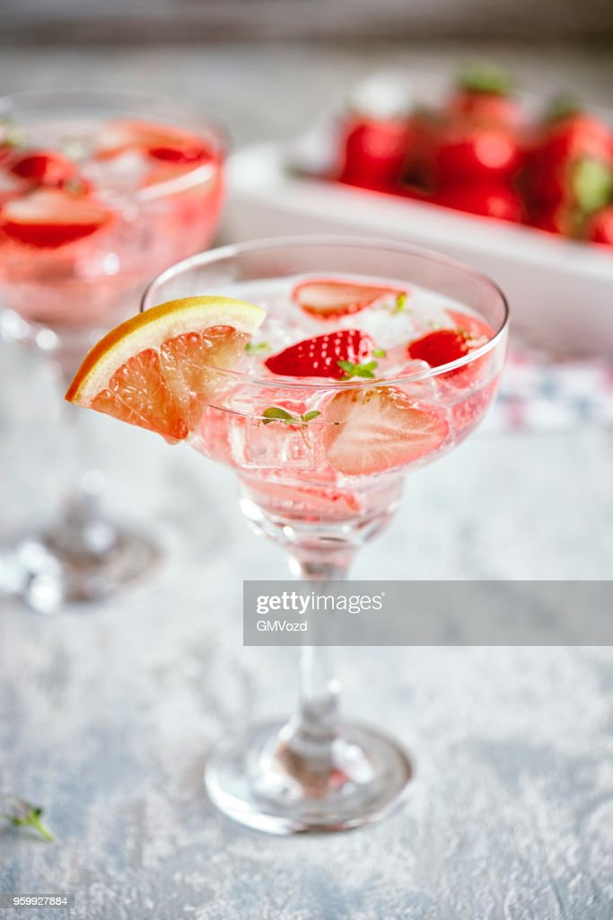 Strawberry Blood Orange Spritzers Cocktail : Foto stock