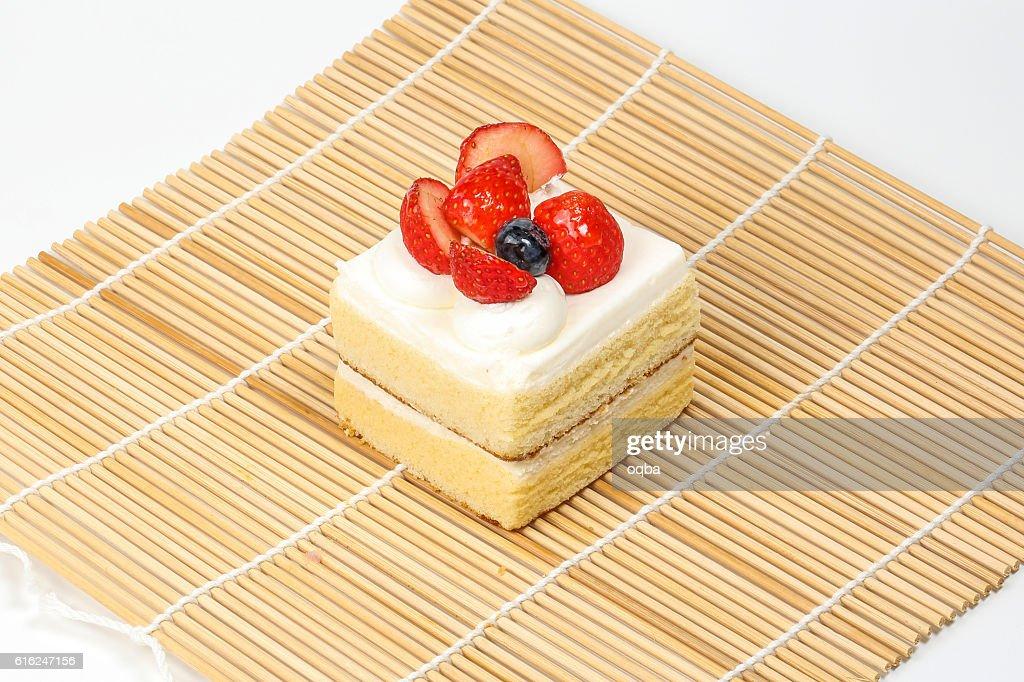 Strawberry Blueberry vanilla cream cake : Foto de stock