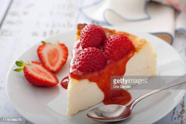 strawberry cheesecake - チーズケーキ ストックフォトと画像