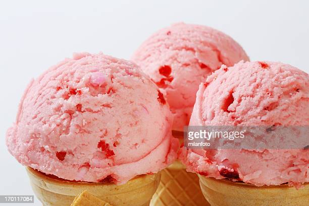 Strawberry ice cream in Hütchen