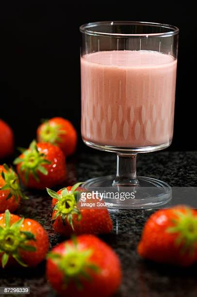 strawberry milkshake - strawberry milkshake and nobody stock pictures, royalty-free photos & images