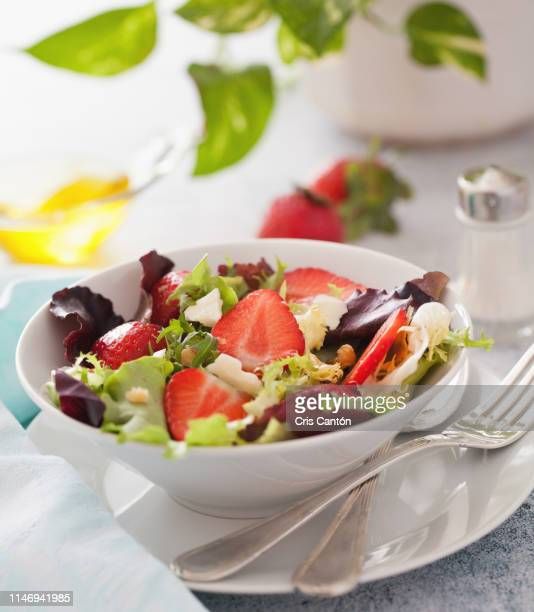 strawberry salad - cris cantón photography fotografías e imágenes de stock