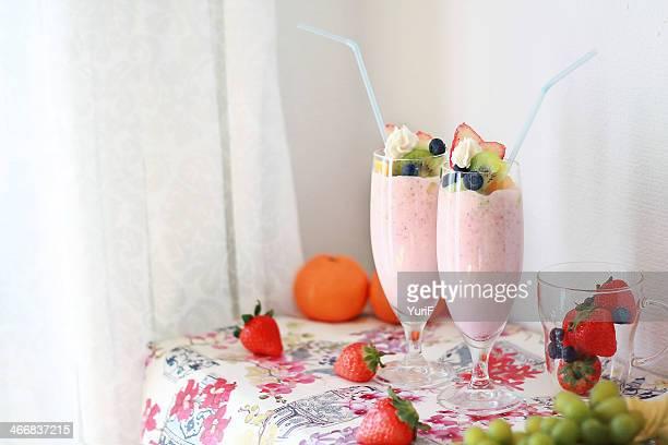 strawberry shake - strawberry milkshake and nobody stock pictures, royalty-free photos & images