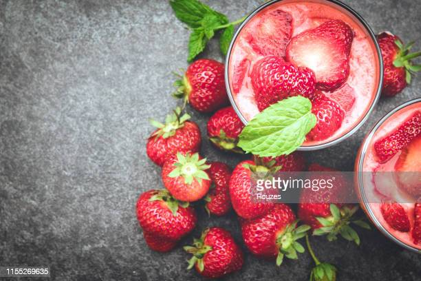 strawberry smoothie - strawberry milkshake and nobody stock pictures, royalty-free photos & images
