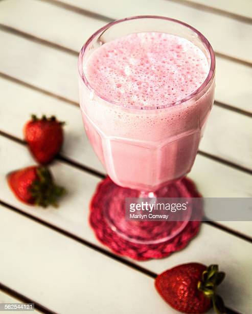 strawberry smoothie with strawberries - strawberry milkshake and nobody stock pictures, royalty-free photos & images