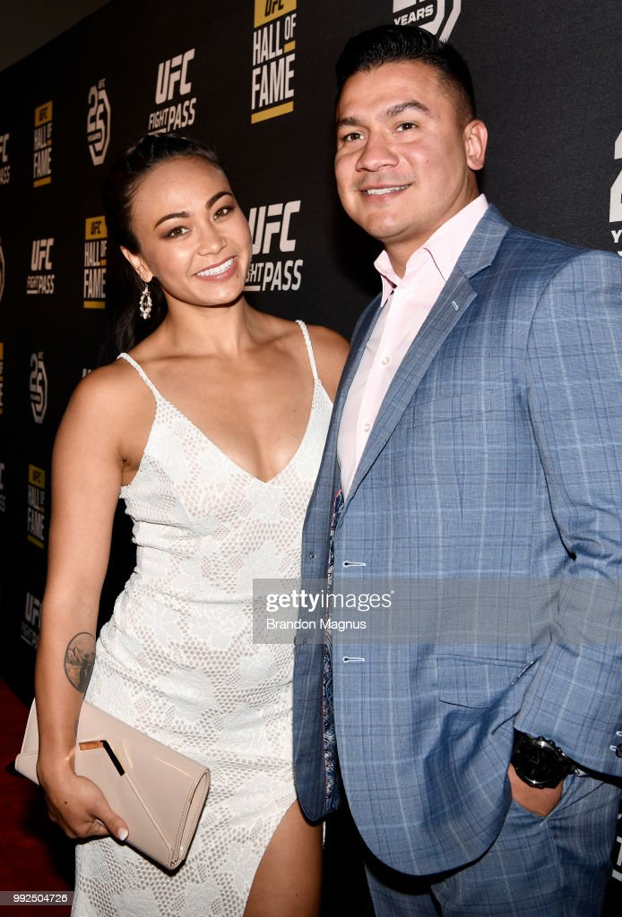 Ufc Strawweight Fighter Michelle Waterson And Husband Joshua Gomez Foto Di Attualita Getty Images Waterson is a mixed martial artist from the united states and a popular contender ultimate fighting championship (ufc) contender. https www gettyimages ch detail nachrichtenfoto strawweight fighter michelle waterson and husband nachrichtenfoto 992504726 language it