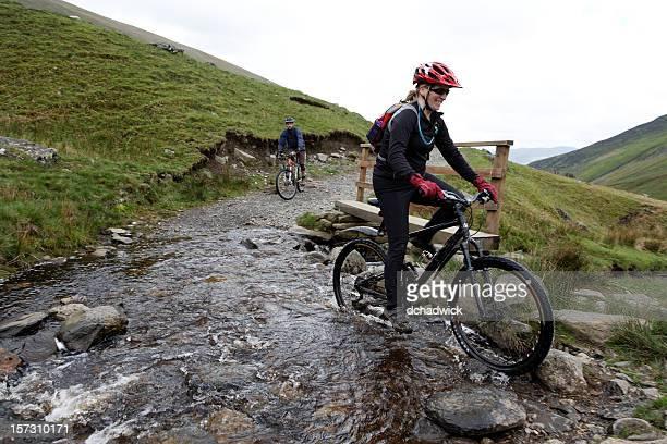 stream crossing - cumbria stockfoto's en -beelden