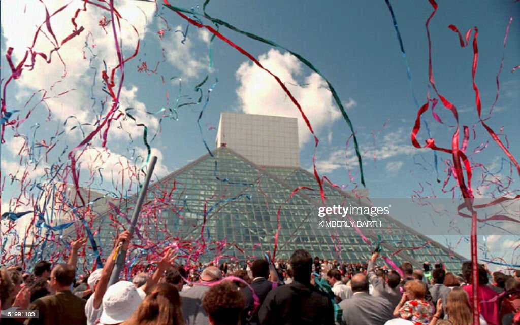 Streamers fill the sky over the Rock and Roll Hall : News Photo