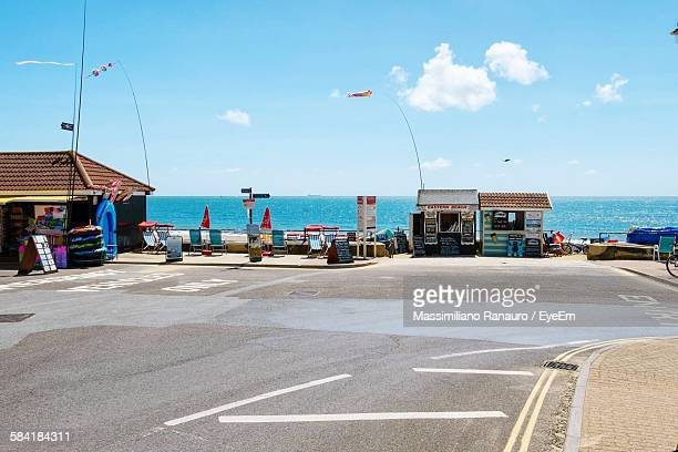 street against sea on sunny day - massimiliano ranauro stock pictures, royalty-free photos & images