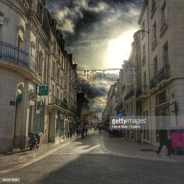 street amidst buildings against cloudy sky - ポワティエ ストックフォトと画像
